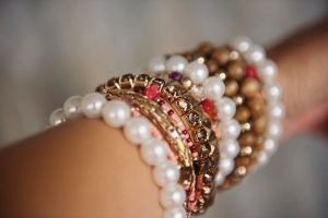 Bead and jewellery woman bracelet